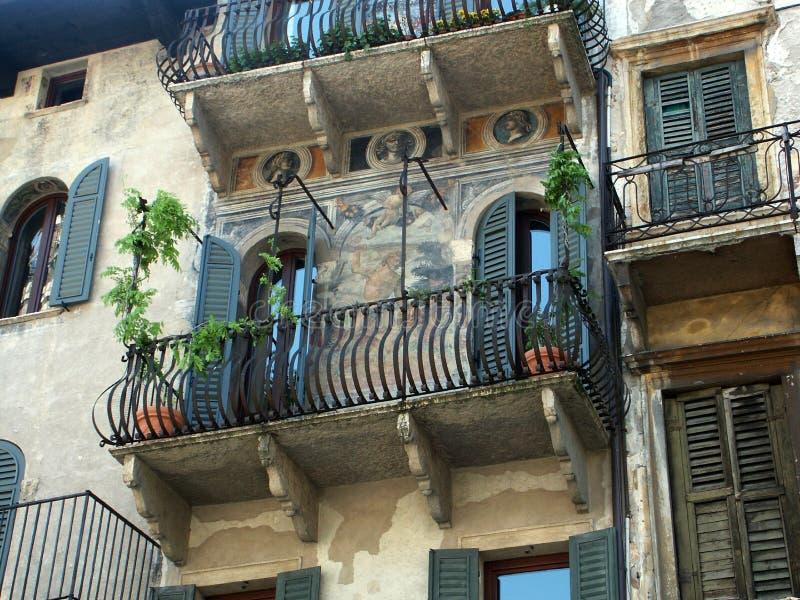 Balcón italiano imagenes de archivo