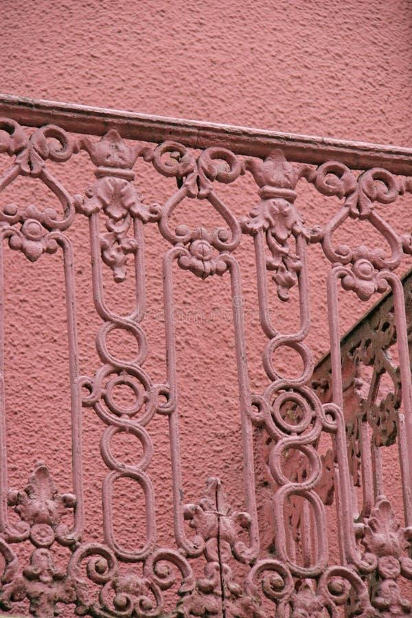 Balcón rosa vintage imagenes de archivo