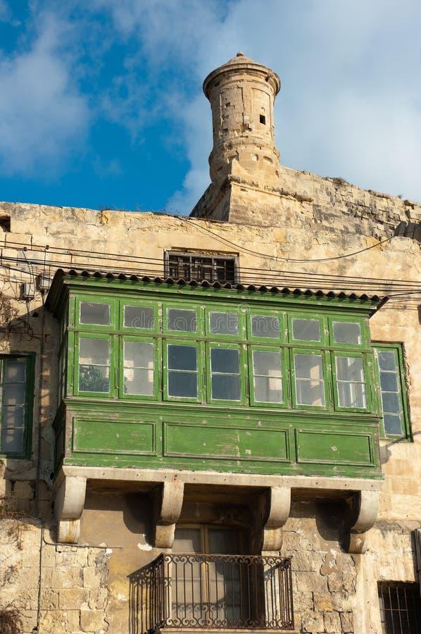 Balcões e torre do relógio de Valletta, Malta imagem de stock