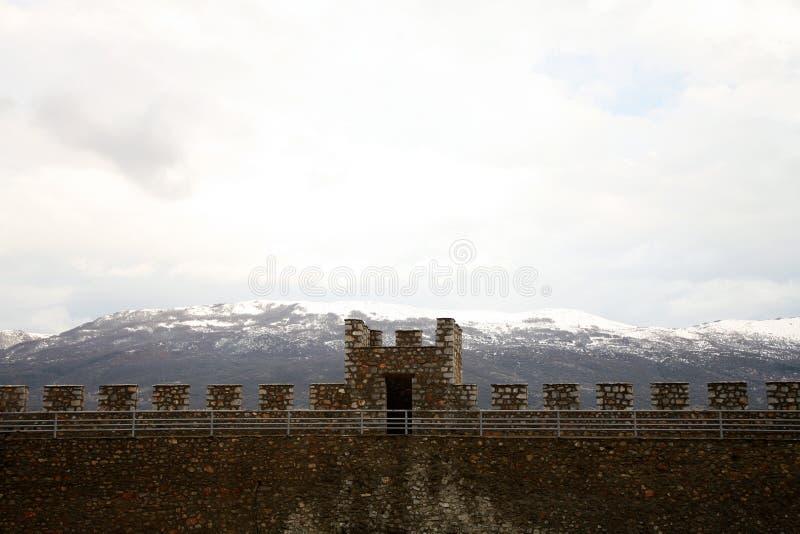 Balcanes macedónicos y crenellation de la fortaleza fotos de archivo