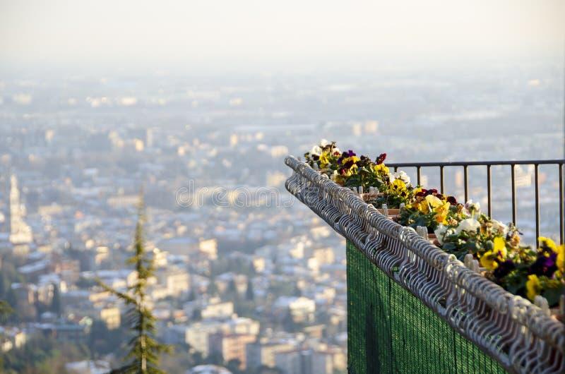 Balcon au-dessus de Bergame, Italie image stock