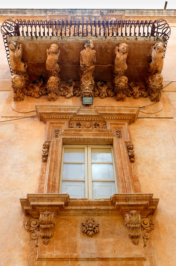 Balcon baroque, Noto, Sicile, Italie photo stock