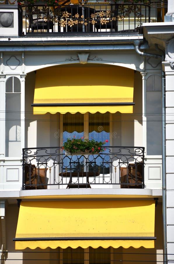 Balcon d'un hôtel de luxe photographie stock