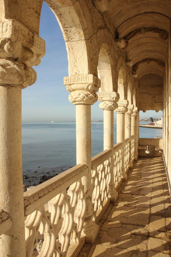 Balcon dans le style de manueline. Tour de Belem. Lisbonne. Portugal photos libres de droits