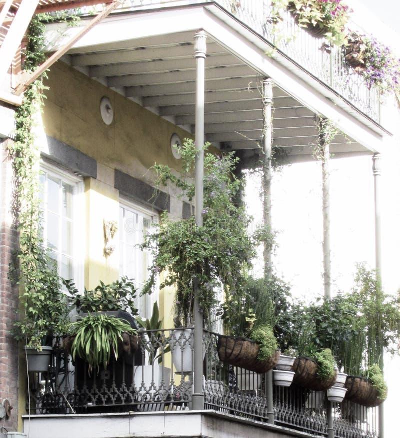 Balcon de quartier français de la Nouvelle-Orléans photographie stock