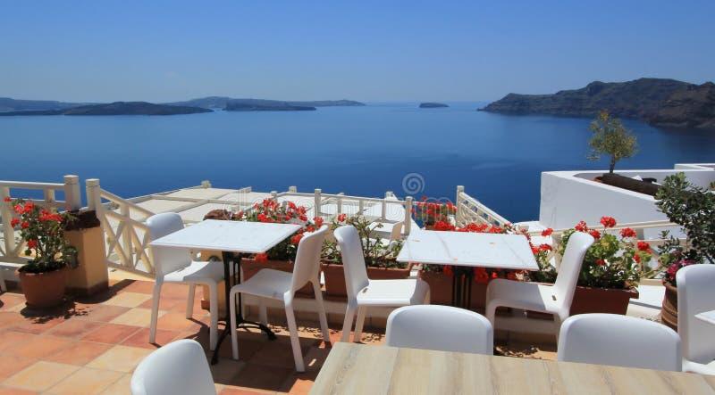 Balcon de restaurant, Santorini, Grèce image libre de droits