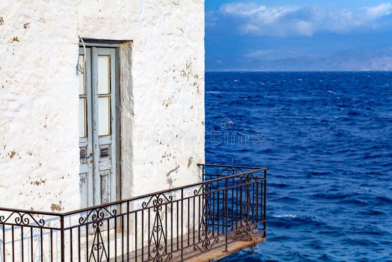 Download Balcon par la mer photo stock. Image du vacances, île - 77158240