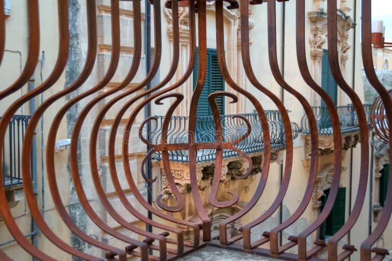 Balcone barrocco di Noto, Sicilia, Italia immagini stock