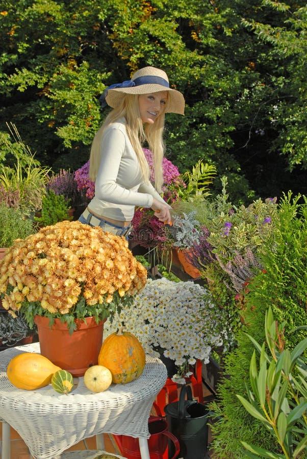 Balcone con i fiori fotografia stock