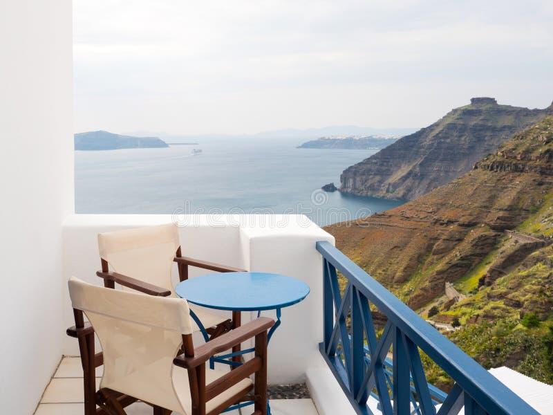 Balcone con la vista in Santorini immagini stock libere da diritti