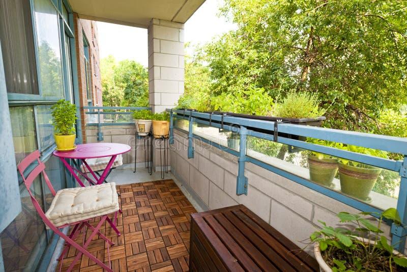 Balcone dell'appartamento fotografie stock libere da diritti