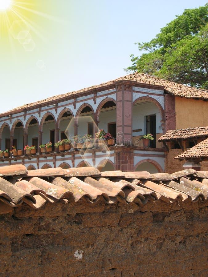 Balcone della hacienda in sole fotografia stock
