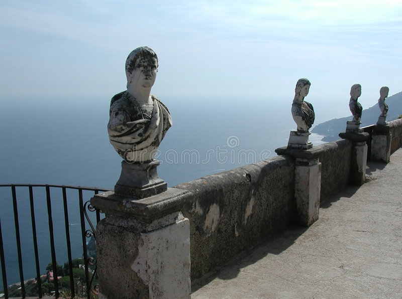 Balcone di Cimbrone della villa, litorale di Amalfi, Italia immagini stock