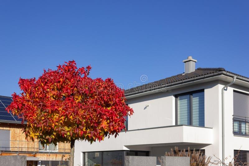 balcone e tetto della costruzione di proprietà privata immagine stock