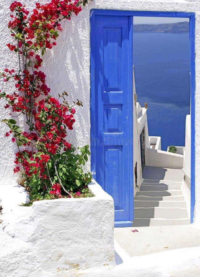 Balcone greco tradizionale nell'isola di Santorni immagine stock libera da diritti
