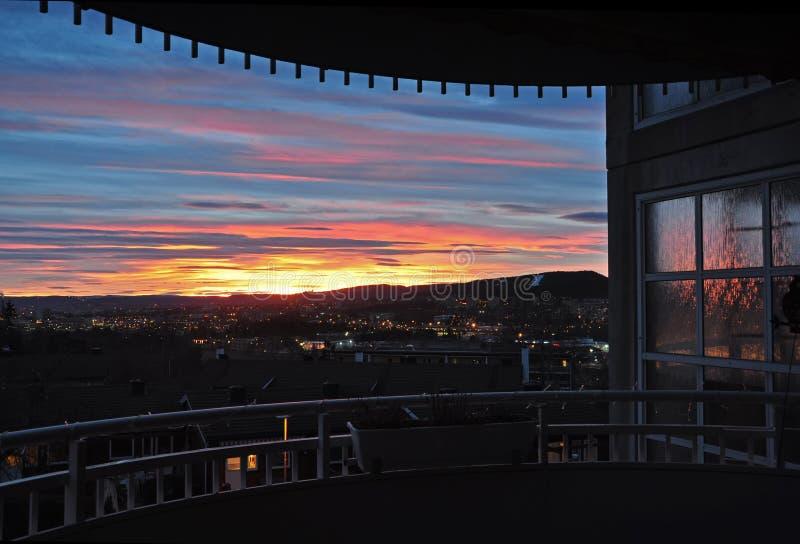 Balcone a Lindeberg a Oslo al tramonto immagini stock libere da diritti