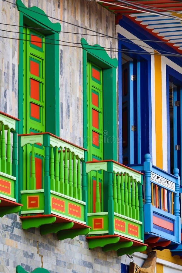 Balcones coloridos en Salento imagen de archivo