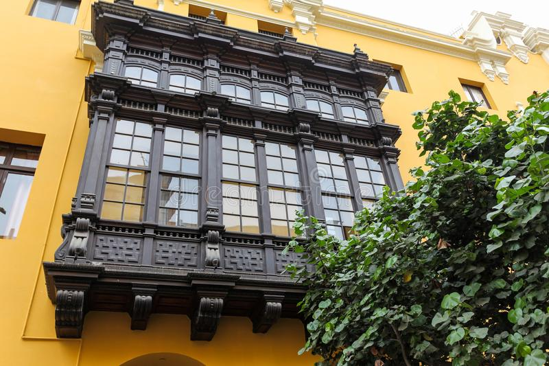 Balcones de madera tallados Lima, Perú foto de archivo