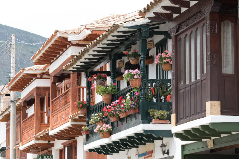 Balconi coloniali in Villa de Leyva Colombia fotografia stock