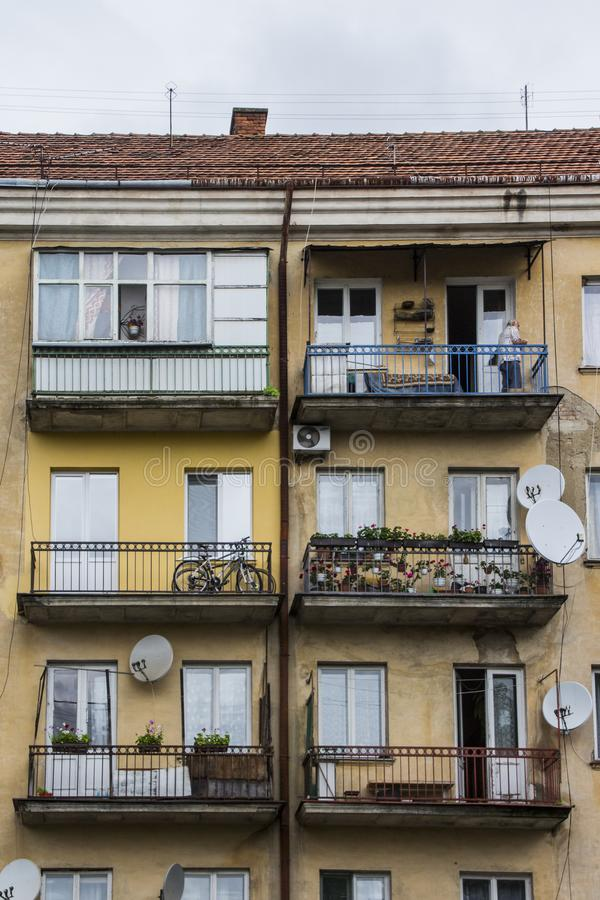 Balcons d'un bâtiment résidentiel dans Uzhhorod l'ukraine photo stock