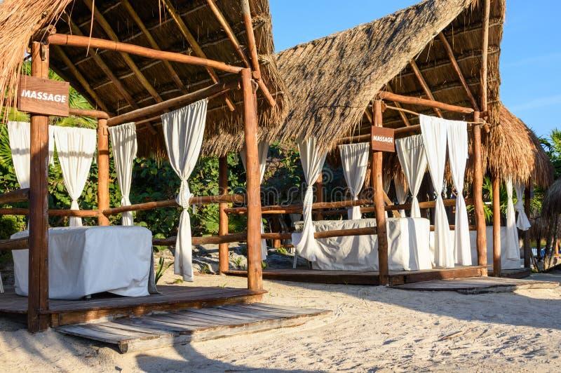 Baldacchini di massaggio sulla spiaggia Maya di Riviera, Cancun, Messico fotografia stock