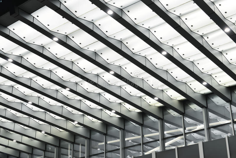 Baldacchino principale sopra l'entrata di costruzione moderna fotografie stock libere da diritti