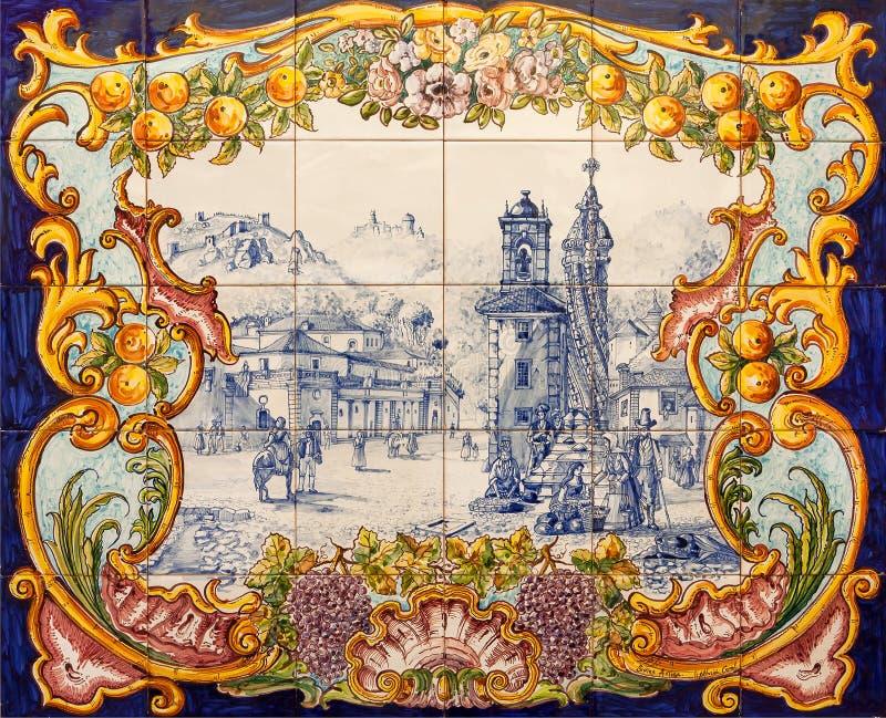 Baldosas cerámicas en estilo del vintage del azulejo tradicional en la pared de la ciudad histórica imagen de archivo