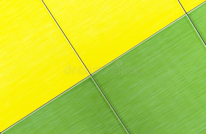 Baldosas cerámicas verdes y amarillas Fondo de baldosas cerámicas foto de archivo libre de regalías
