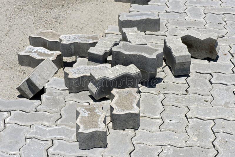 Baldosas concretas en la pavimentación interna de la calle del área foto de archivo
