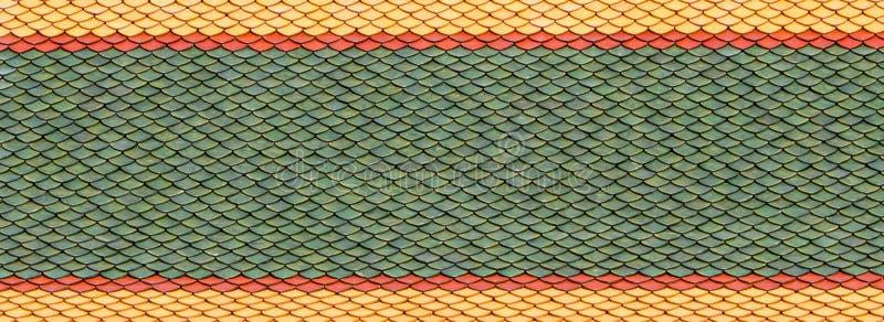 Baldosas de barro cocido para las hileras de solapamiento apiladas para cubrir el techo imagen de archivo
