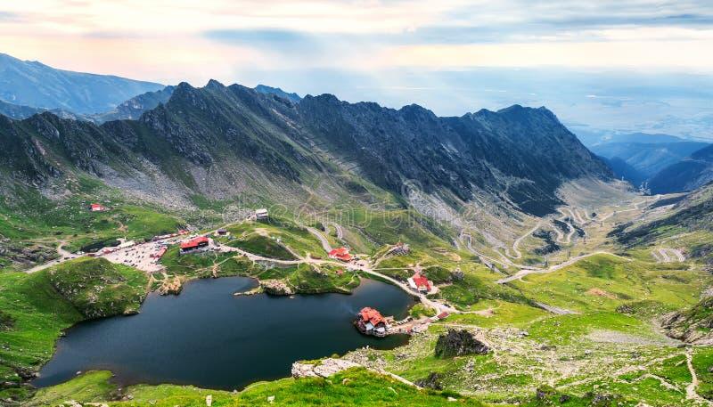 Balea湖,从上面被看见 冰河湖, Transfagarasan hig的 免版税库存图片