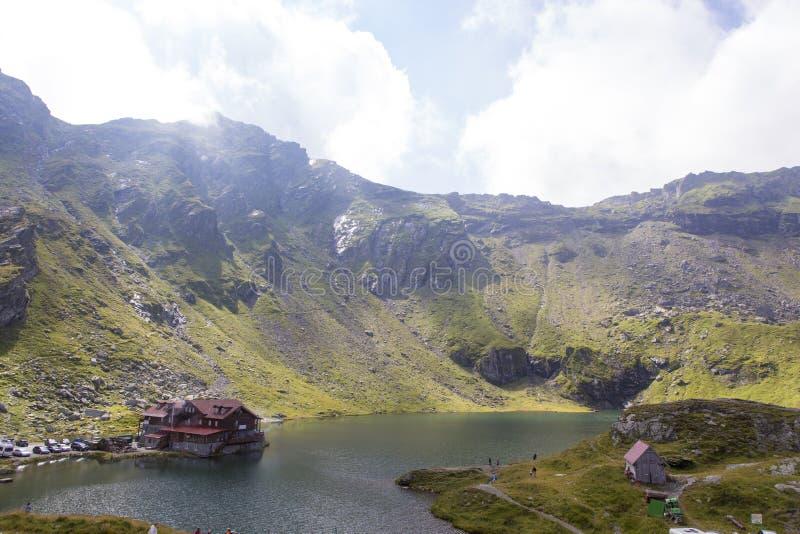 Balea cabana od Fagaras góry i jezioro zdjęcie royalty free