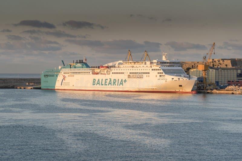 Balearia+ Lijnenveerboot Abel Matutes bij zonsopgang in Palma-haven van Koningin Elizabeth royalty-vrije stock afbeeldingen
