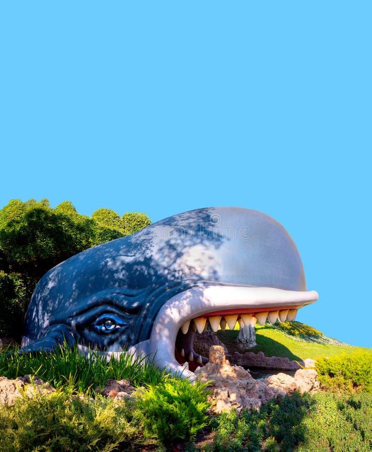 Baleia azul de Monstro do passeio do barco da terra do livro de histórias de Disneylândia imagens de stock royalty free