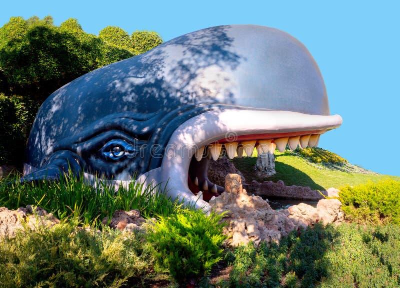 Baleia azul de Monstro do passeio do barco da terra do livro de histórias de Disneylândia foto de stock royalty free