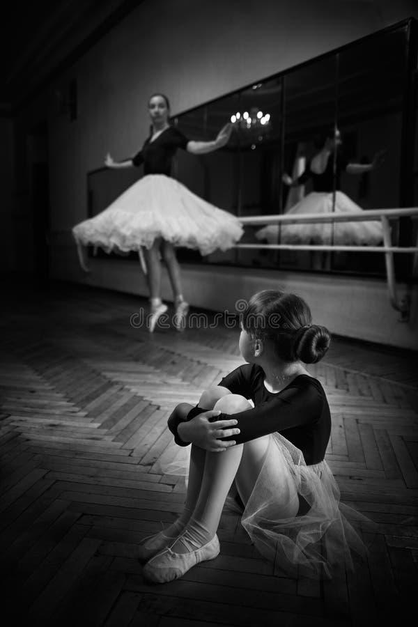 Balerina et fille image stock