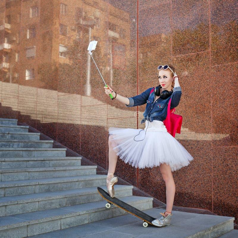 Balerina modniś Selfie na ulicie zdjęcie royalty free