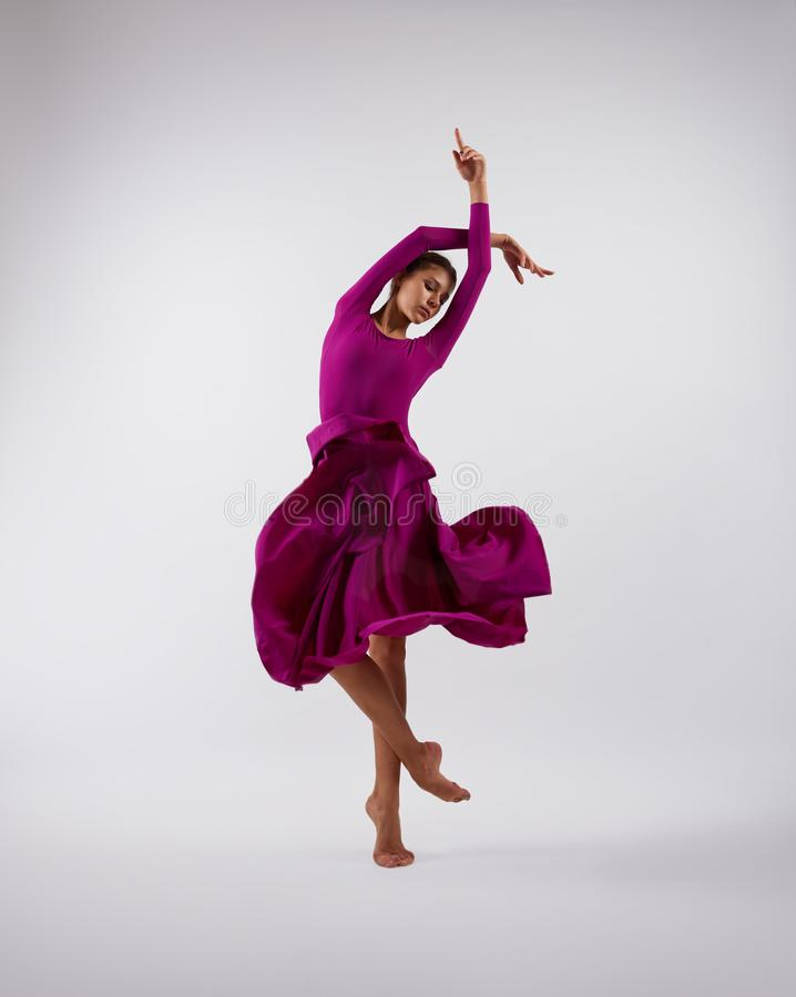 Balerina taniec w różowej latanie sukni fotografia royalty free