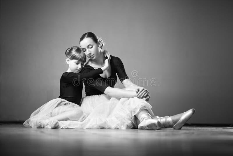 Balerina und Mädchen stockbilder