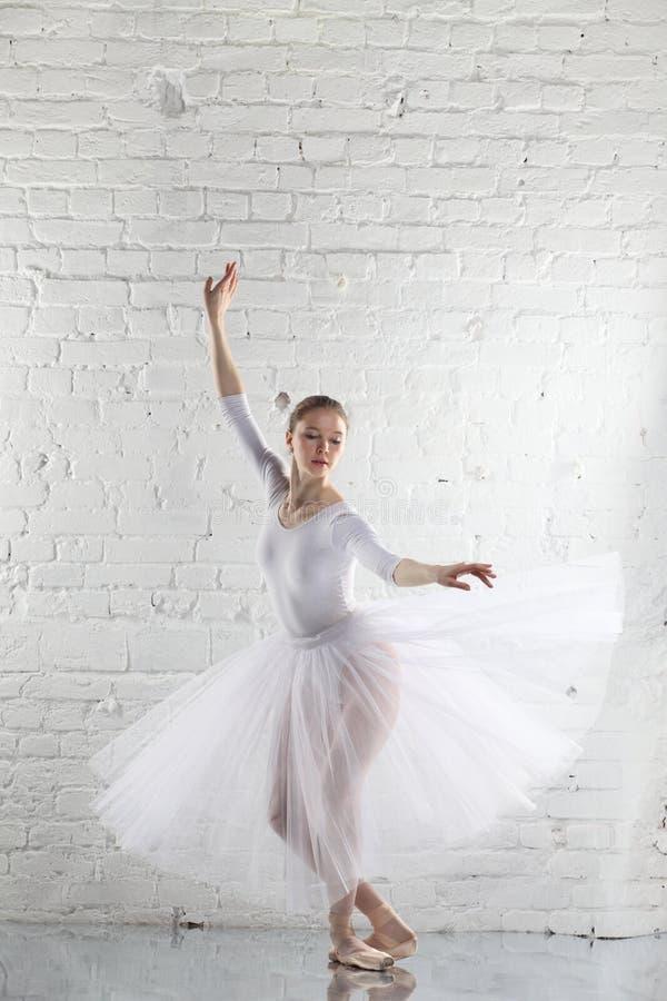 balerina w bielu obrazy royalty free