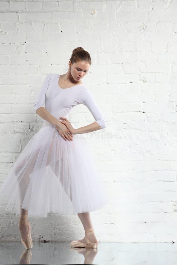 balerina w bielu obraz royalty free