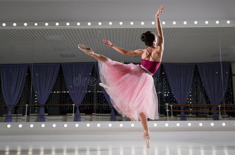 Balerina w stażowej sali fotografia stock