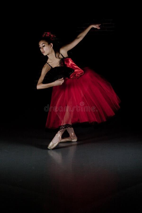 baleriny czerwieni spódniczka baletnicy obrazy royalty free