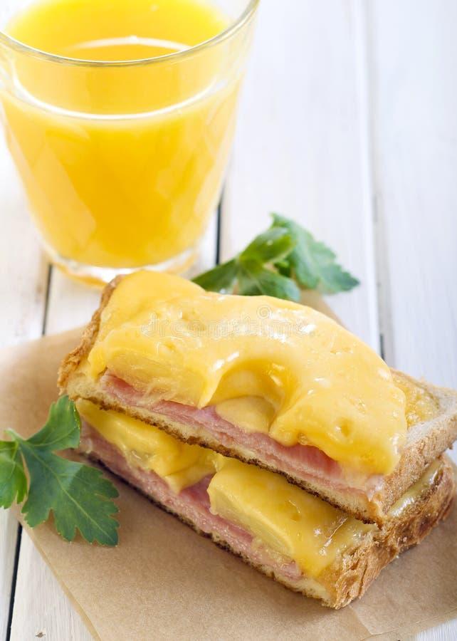 Baleron, ananas i serowa grzanka, obraz stock