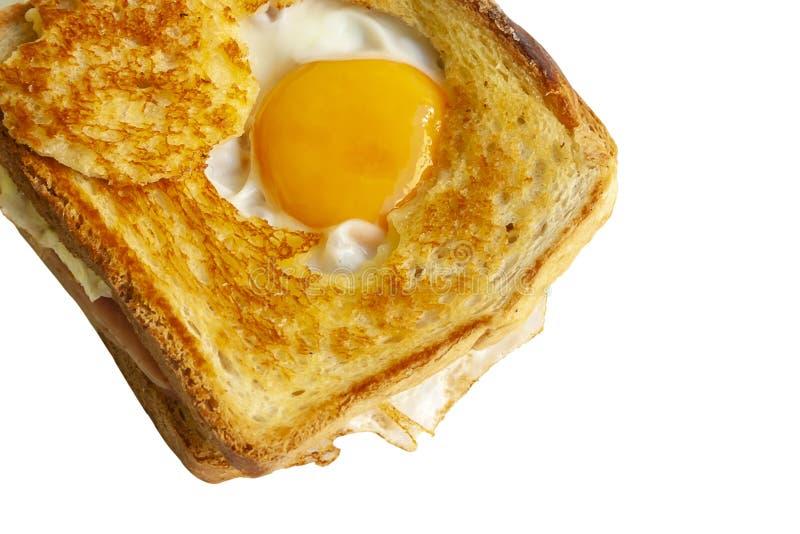 Baleron i serowa kanapka z smażącym jajkiem odizolowywającym na białym tle zdjęcia royalty free