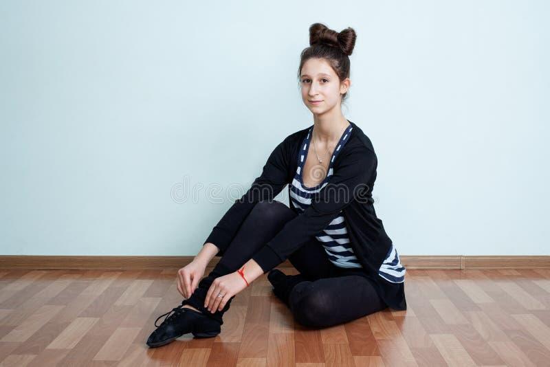 balet Portret nastoletnia dziewczyna z łęk kępki uczesania sitti fotografia royalty free
