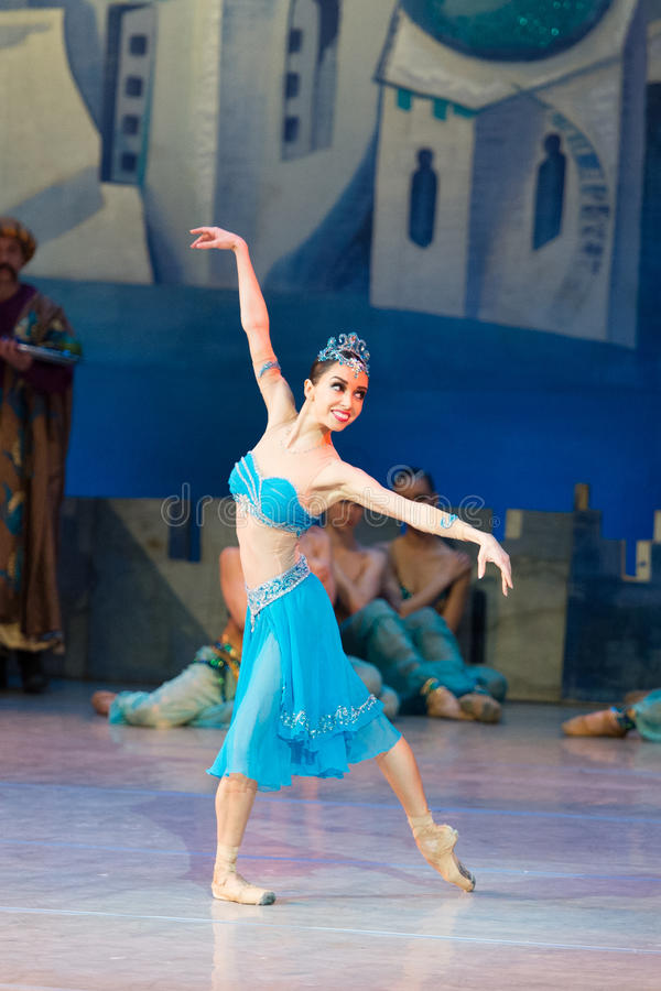 Baletniczego tancerza Katerina Kukhar taniec podczas baletniczego Corsar fotografia stock