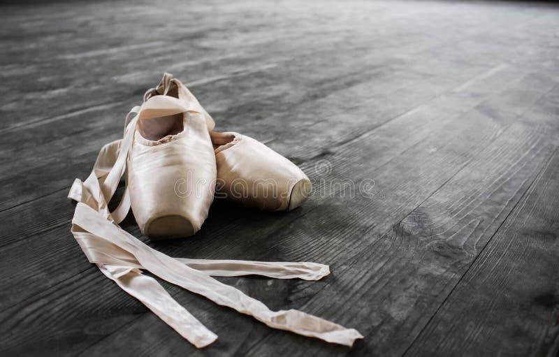 Baletniczy buty Szczegółu strzał balerin nogi obrazy stock