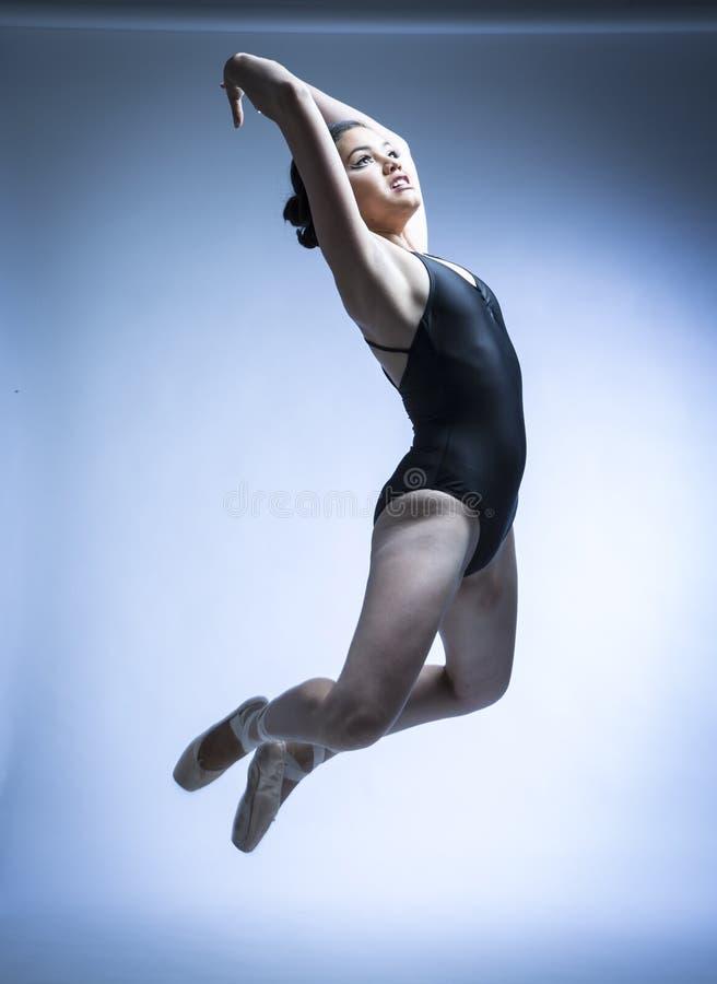 Baletniczy tancerz i gimnastyczka obraz stock
