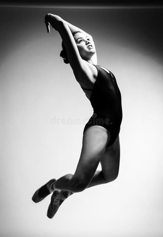 Baletniczy tancerz i gimnastyczka zdjęcia royalty free